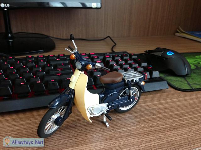 Honda Super Cub model bike toy