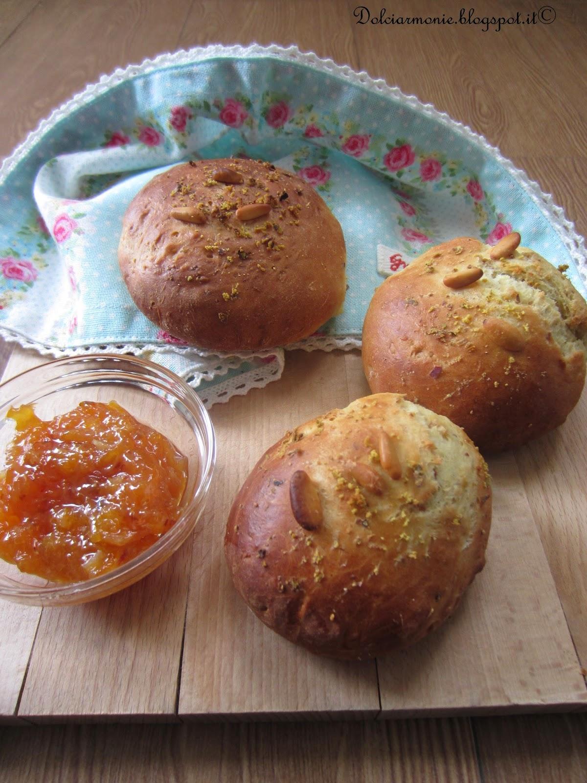 panini al latte e frutta secca, confettura di arance rosse di sicilia e il mio primo flambe'.