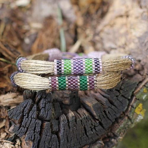 Bransoletki w lesie
