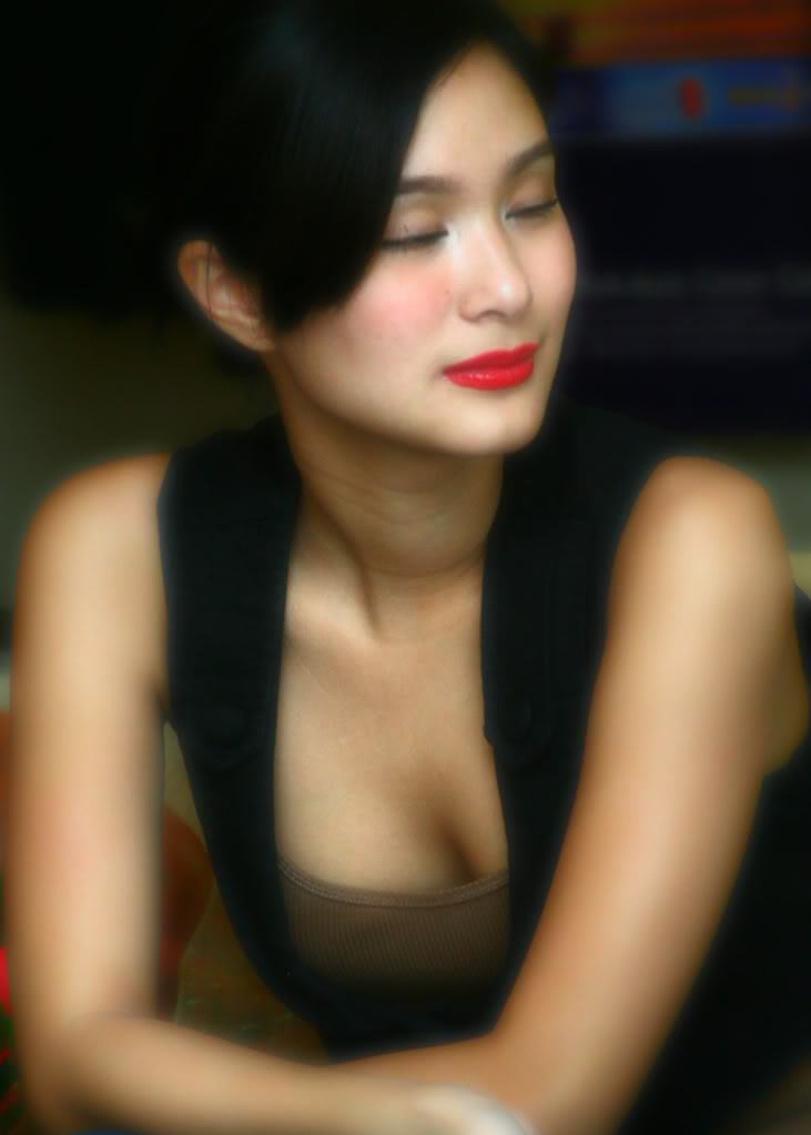 heart evangelista hot boob cleavage photos 03