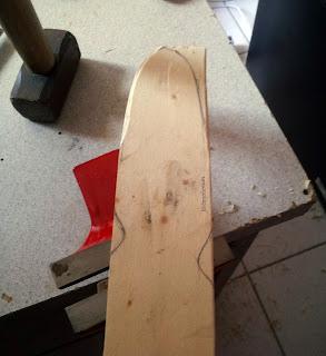 Dessin préliminaire et début de découpe de la lame de la spatule