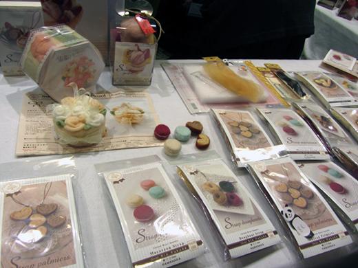 kit pour réaliser les patisseries Hamanaka - aiguilles en fête 2013