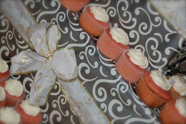 cupcakes, wedding cupcakes, jana tolman, wedding cake,