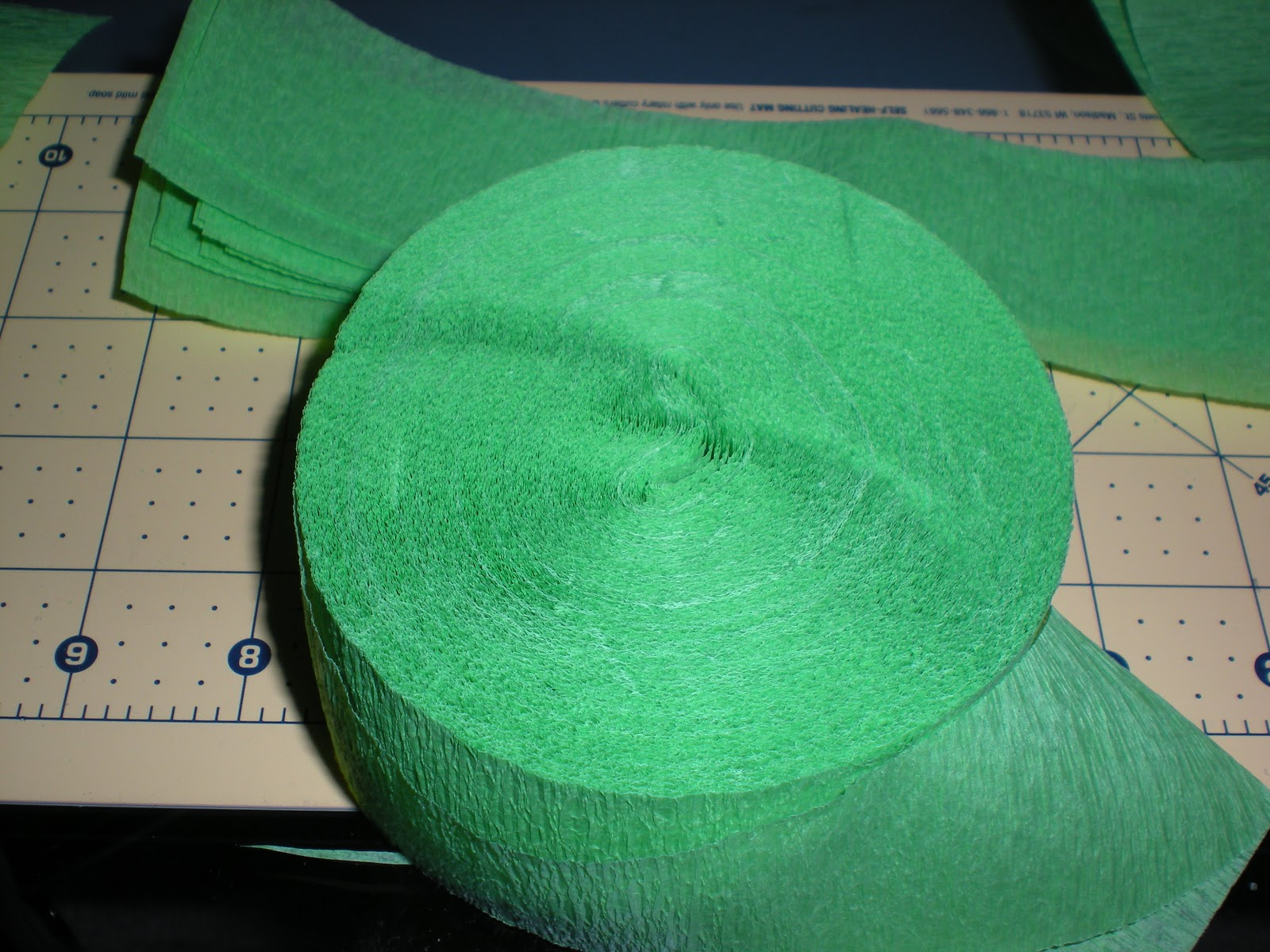 Roll of green crepe paper_streamer