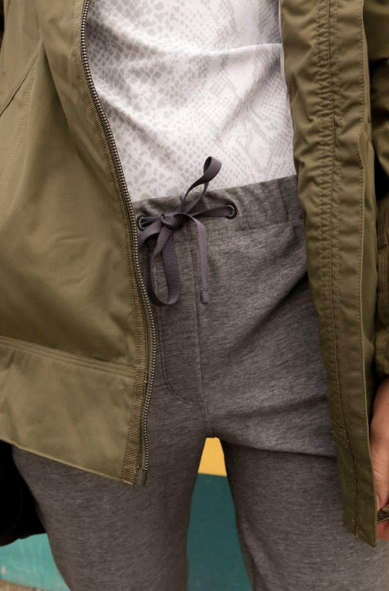 http://www.anrdoezrs.net/links/7680158/type/dlg/http://shop.lululemon.com/products/clothes-accessories/women-outerwear/Fo-Drizzle-Jacket?cc=8903&skuId=3530598&catId=women-outerwear