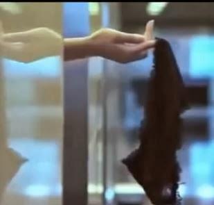 Hot girl tụt quần lót trên thang máy