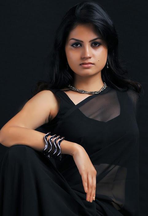 madhulika in sraee new actress pics
