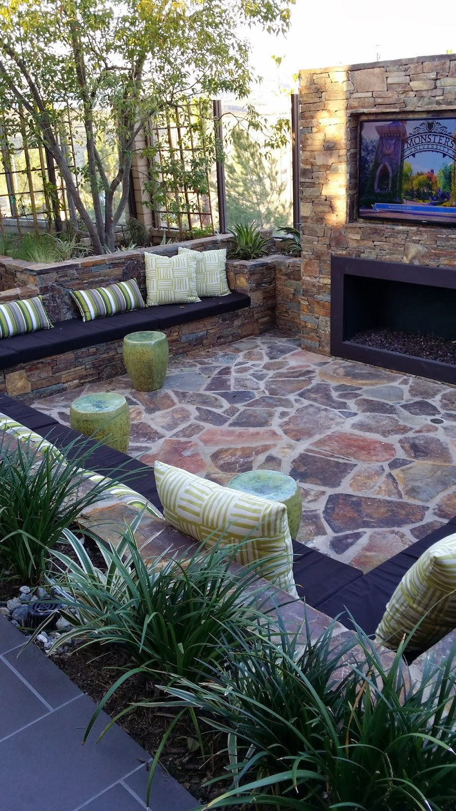 Tg interiors model homes in orange county and shopping for Small outdoor patio areas