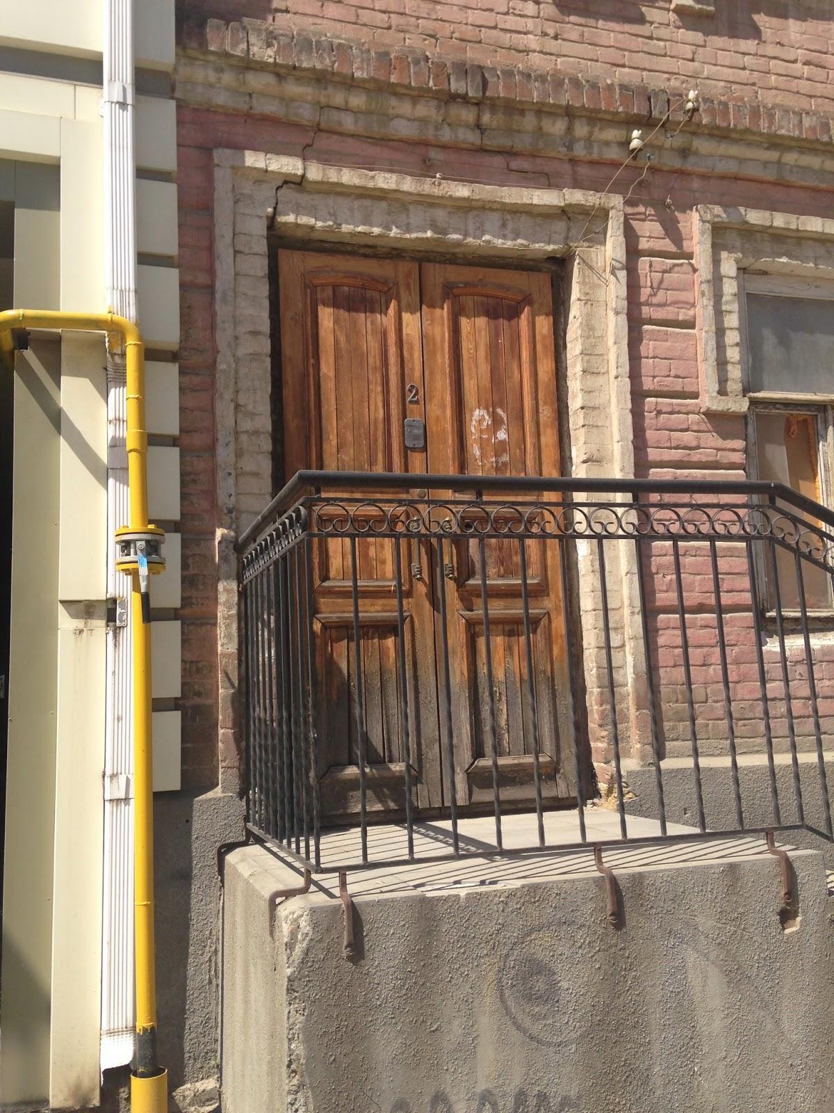 Дверь-на-Горького