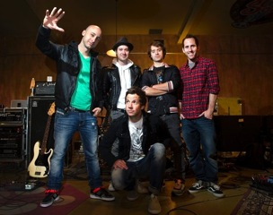 "Simple Plan Performs New Song Called ""Boom"" - Hidden Jams"