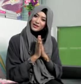 Tutorial Cara Menggunakan Hijab Tanpa Jarum dan Peniti