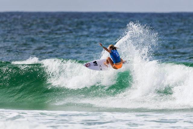 51 Roxy Pro Gold Coast 2015 Nikki Van Dijk Foto WSL Kelly Cestari