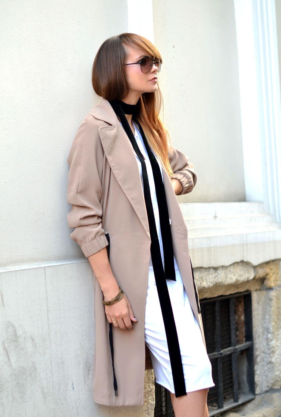idealny plaszcz na jesien | bezowy plaszcz | plaszcz zara | apaszka na szyi | tasiemka na szyi | blogerka modowa | blog o modzie