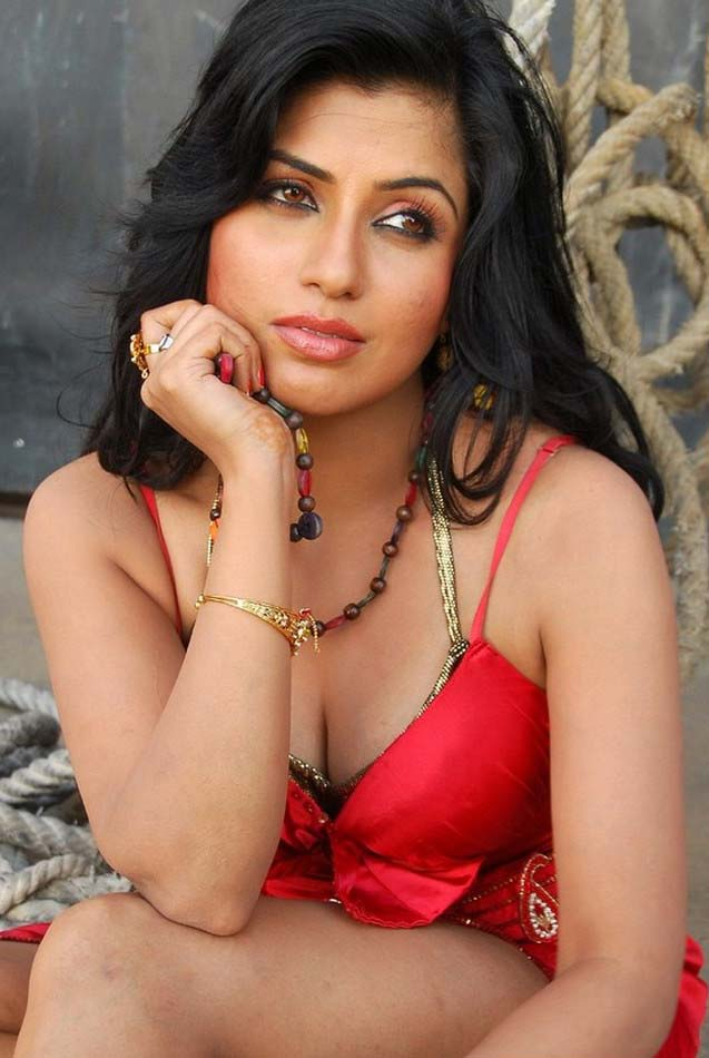 Aarthi Puri Hot in Red