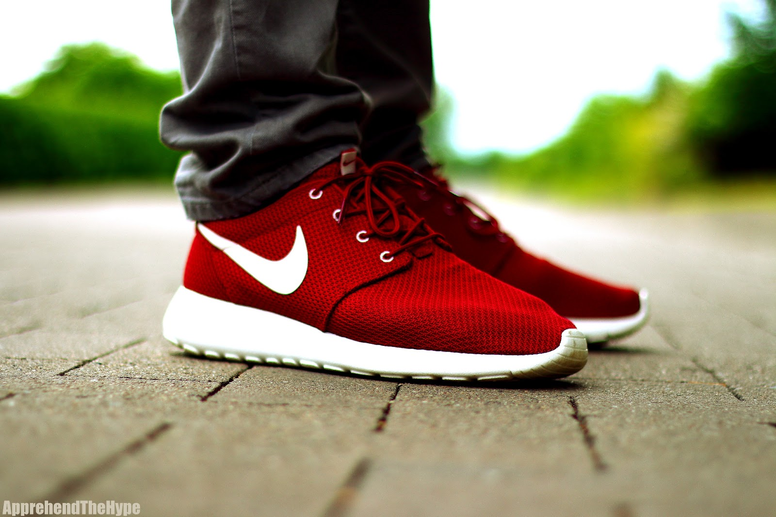 apprehend the hype nike roshe run team red sail. Black Bedroom Furniture Sets. Home Design Ideas