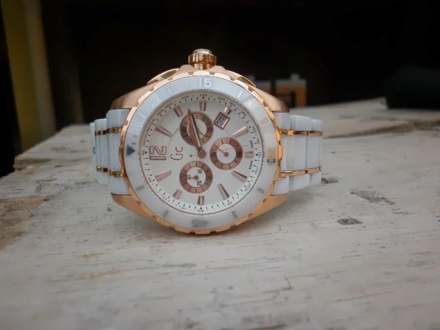 -jam GUESS COLLECTION ini adalah salah satu jam buatan swiss yang  mengedepankan unsur fashion dan perhiasan dalam penampilannya 9e55cfd2a1