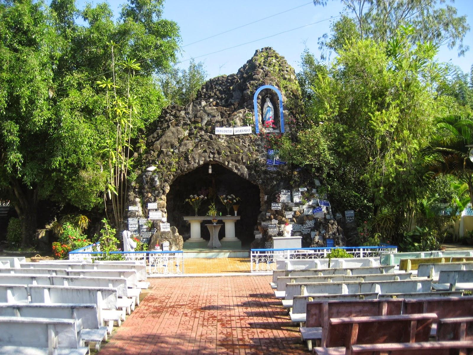 Hang Đá Đức Mẹ Kon Tum