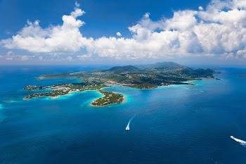 Το ζευγάρι που παράτησε τα πάντα για να ανοίξει πιτσαρία σε βάρκα στην Καραϊβική [photos]