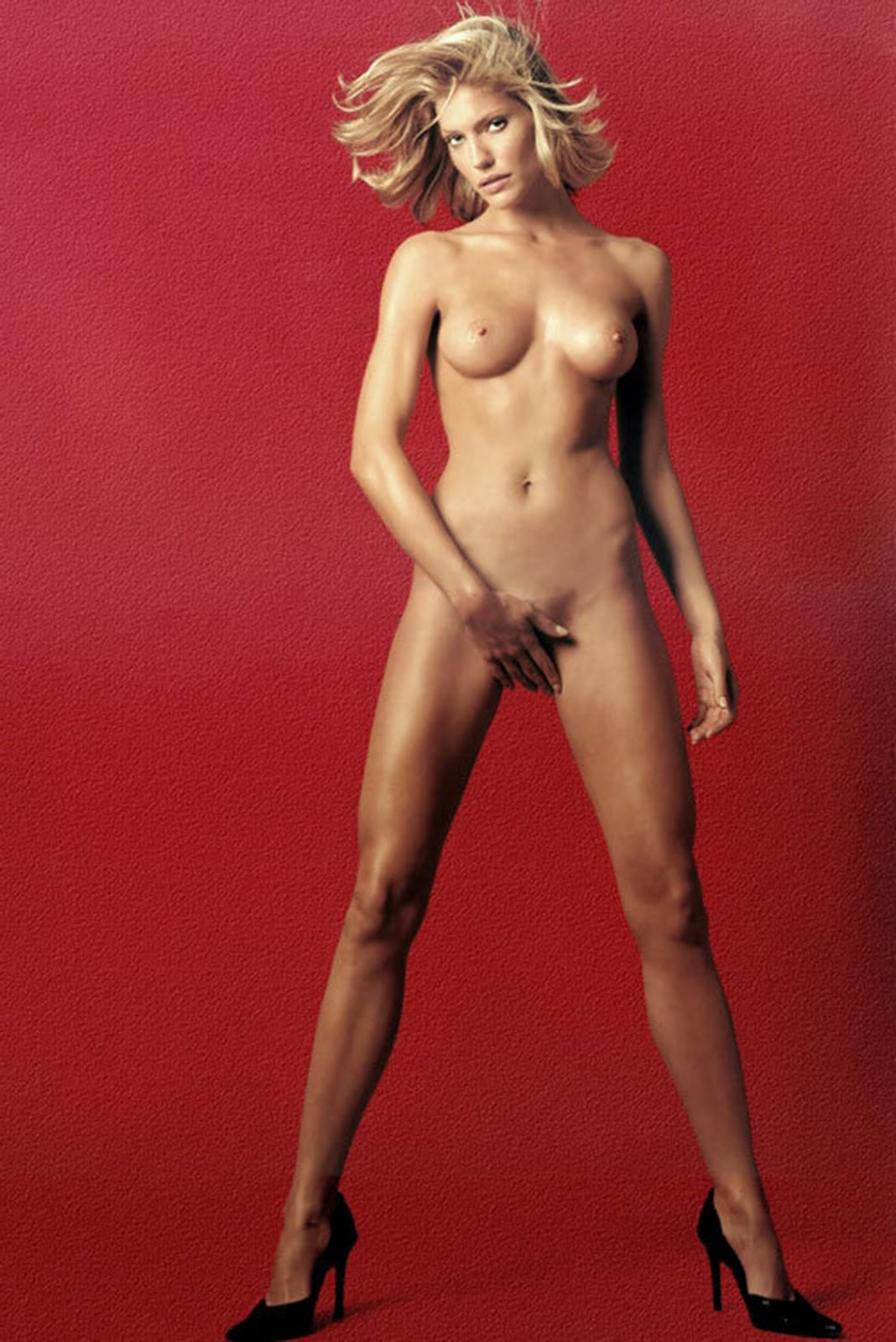 Tricia Helfer Nude 8