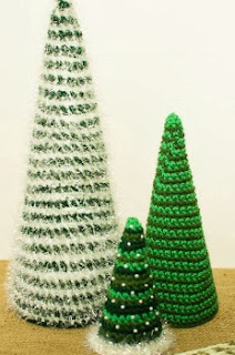 http://translate.google.es/translate?hl=es&sl=en&tl=es&u=http%3A%2F%2Fwww.petalstopicots.com%2F2013%2F12%2Fcone-christmas-tree-crochet-patterns%2F
