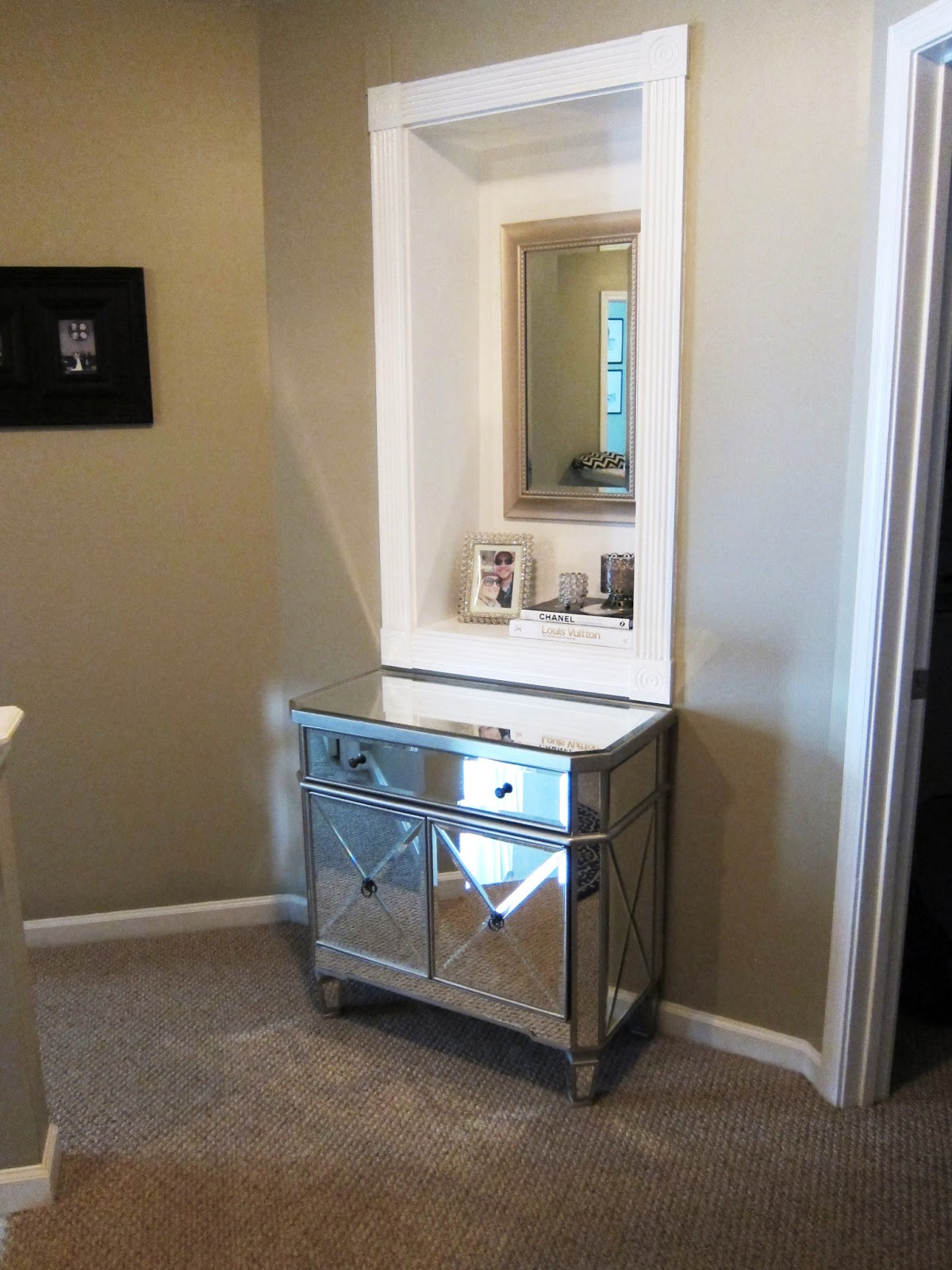 TiffanyD: Decorating with Mirrors and Mirrored Furniture... At My ...