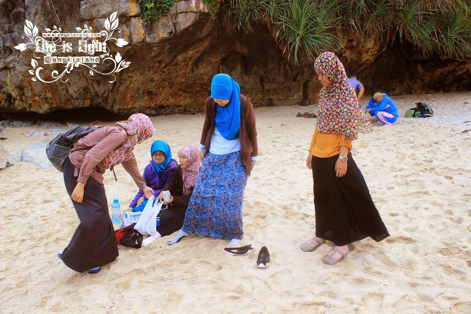 para jilbabers di pantai ngrenehan