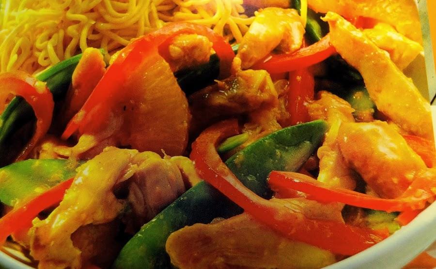 Desempolva el wok y prepara este salteado de pollo, pimiento y naranja