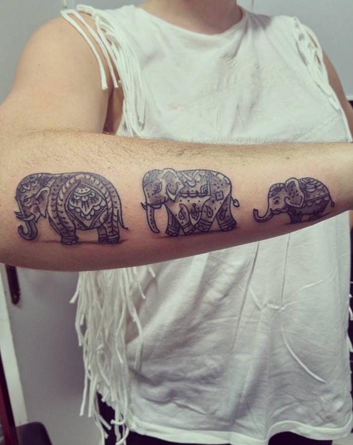 Familia De Elefantes Mikeru Tattoo