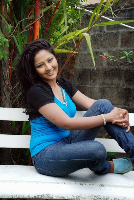 sri lankan actress pictures