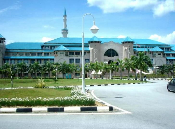 Hasil carian imej untuk Gambar Universiti Islam Antarabangsa Malaysia