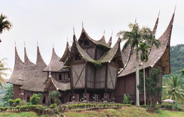 Contoh Karya Seni Rupa Terapan Nusantara