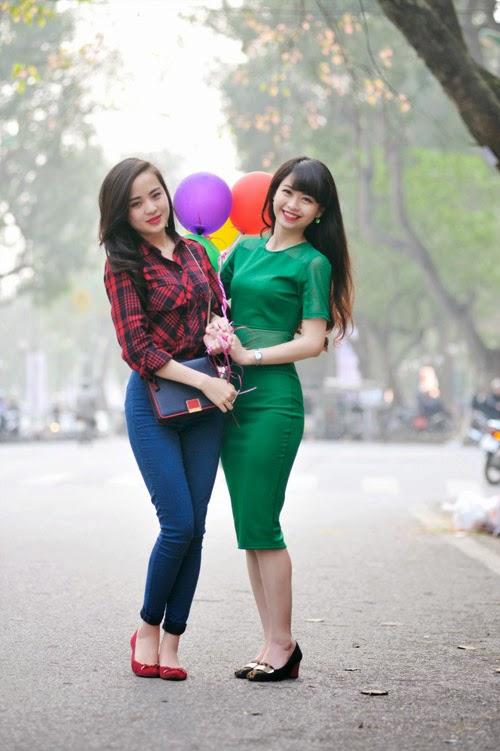 MC thời tiết VTV Ngọc Bích chụp ảnh cùng bạn bè