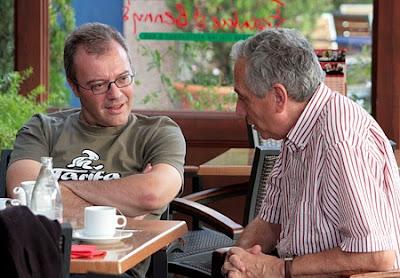 Daniel Monzón con el director de Encadenados