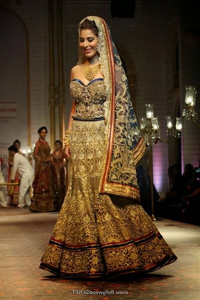 Sophie Choudry Images in a Fashion Show