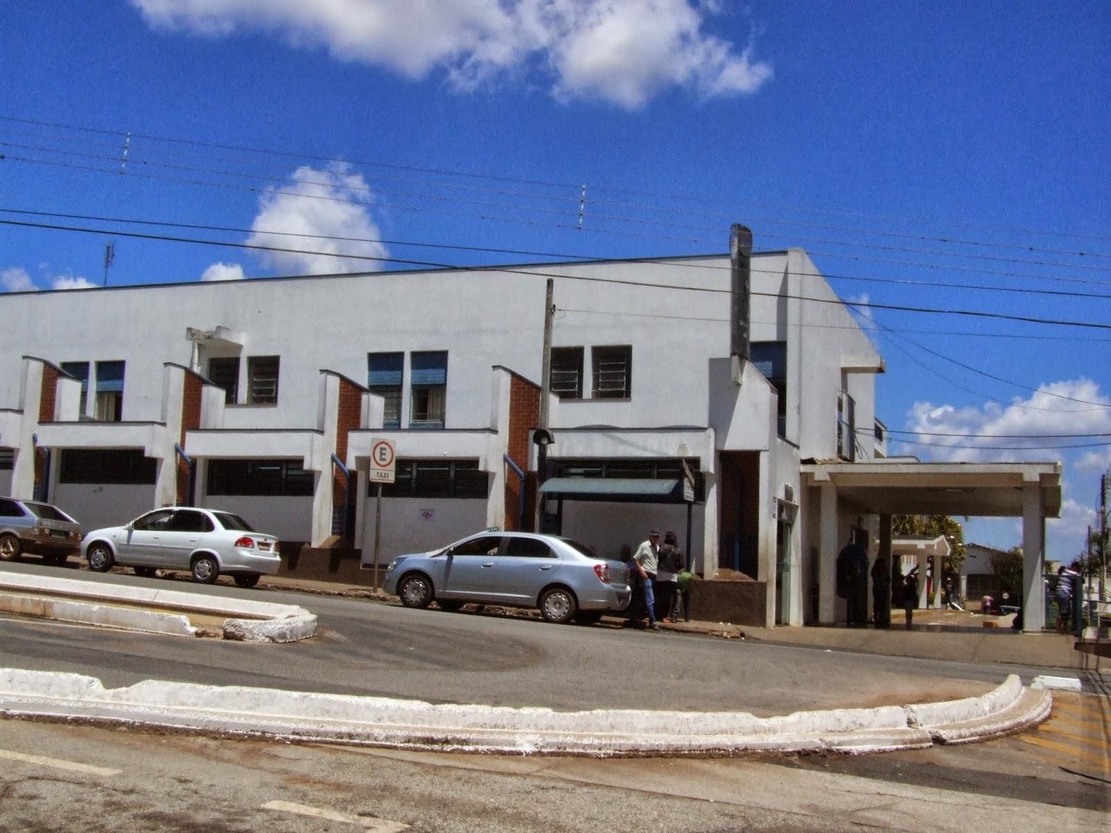na pele a falta de banheiros para os pacientes da saúde em Itapeva #2B4CA0 1600x1200 Banco Banheiro Cadeirante