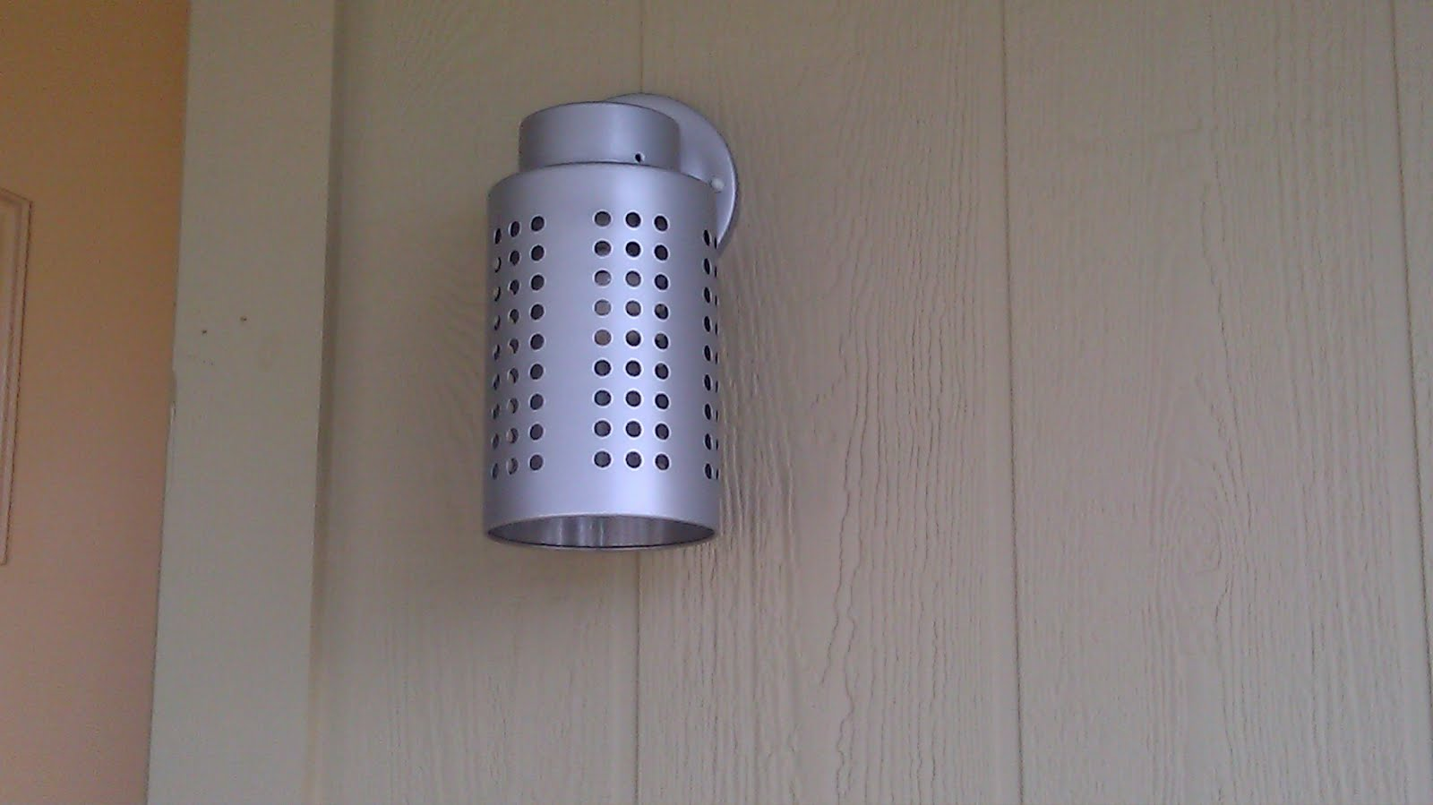 IKEA Hackers: Utensil holder becomes exterior light