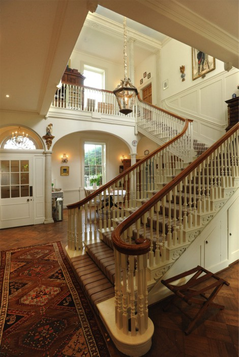 Eye for design decorate your staircase in grand style for Georgian staircase design