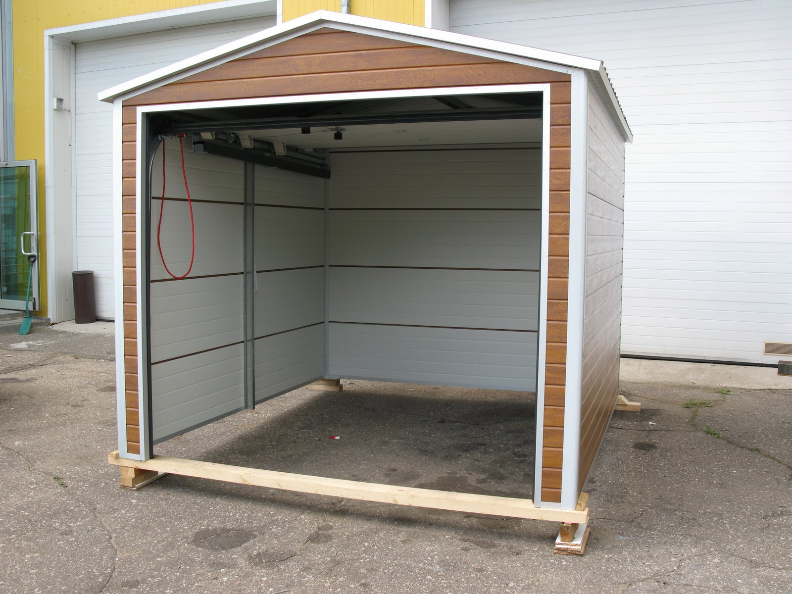 Diy garage or garden shed ryterna garage doors for Garden shed ventilation