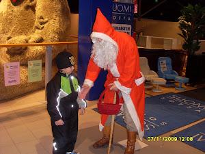 Joulupukkipalvelua erilaisissa kauppakeskuksissa, vuosijuhlissa, pikkujouluissa ja aattona