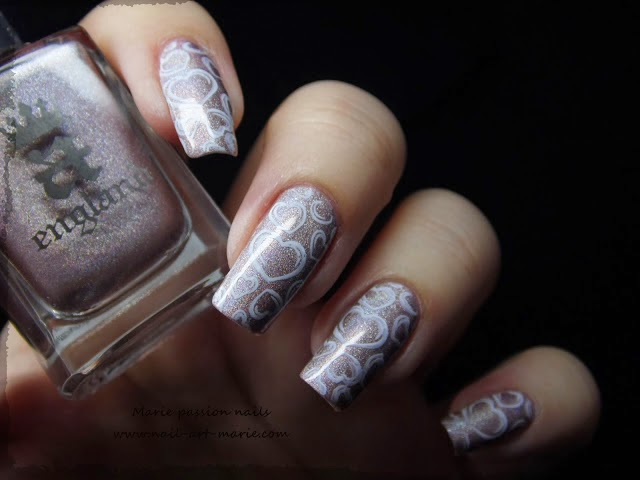 http://www.nail-art-marie.com/2014/01/nail-art-coeurs-stampes.html