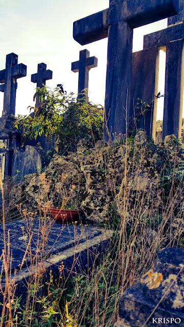 una tumba en cementerio