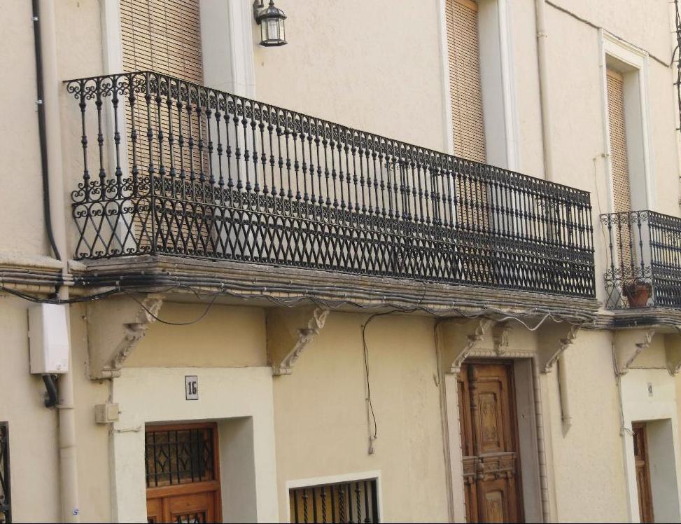 Apiarium forja antigua en las calles de biar ii - Balcones de forja antiguos ...