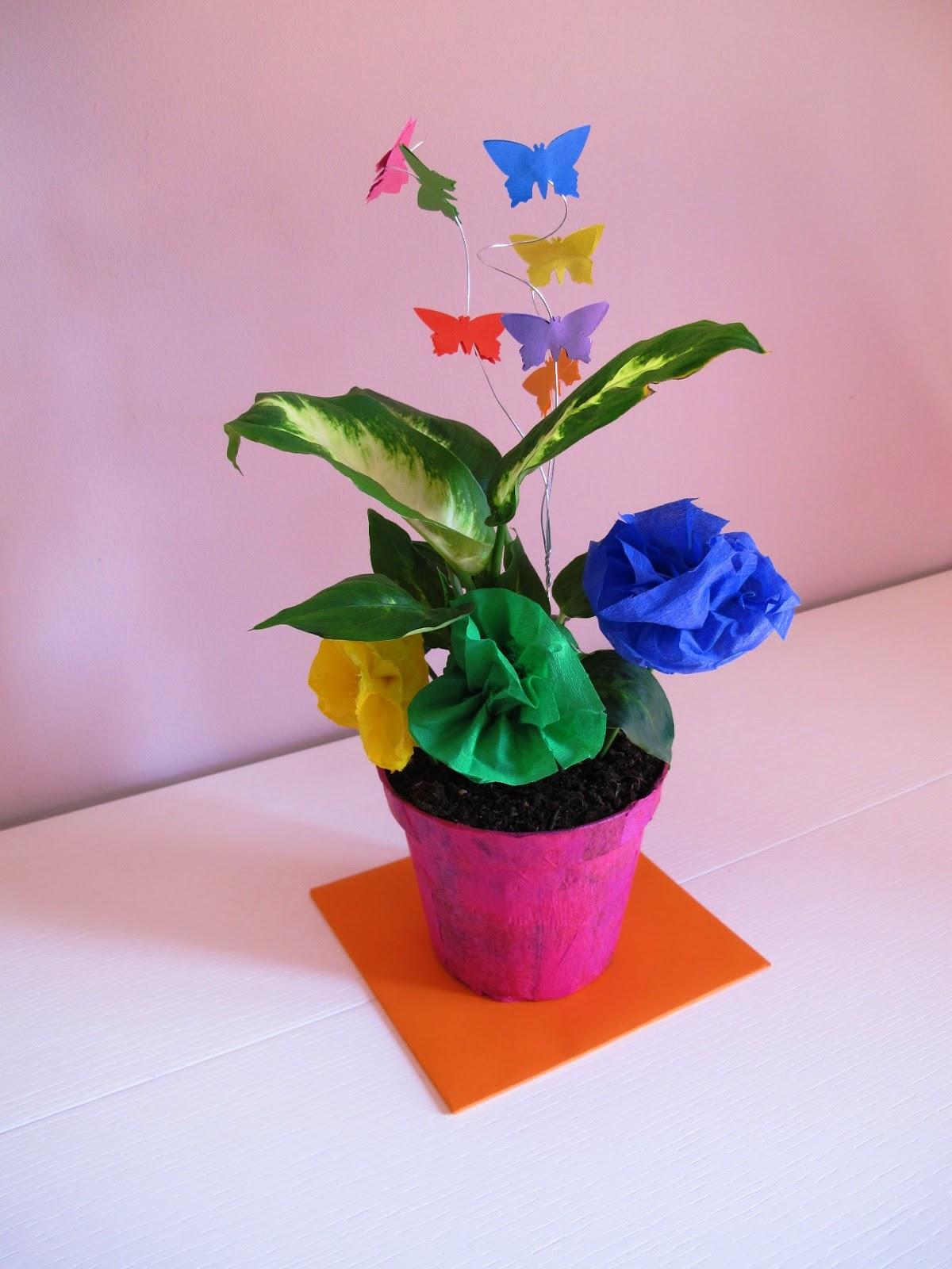 Angolino di liana decorazioni battesimo fai da te centrotavola con fiori e farfalle di carta - Decorazioni carta fai da te ...