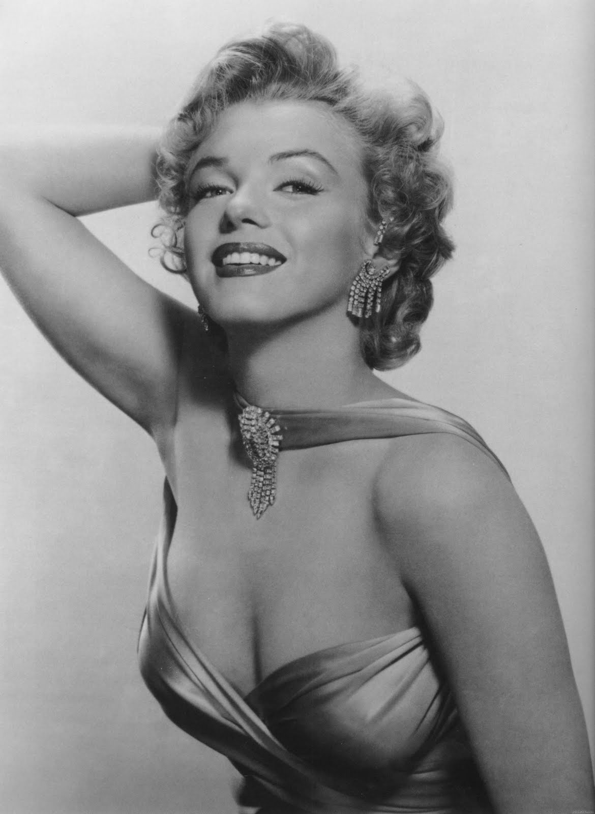 http://1.bp.blogspot.com/-KUXX4Tec8dE/TfJ5Lyqmo-I/AAAAAAAAFrA/pamnB6SqAm0/s1600/Marilyn+Monroe+40.jpg