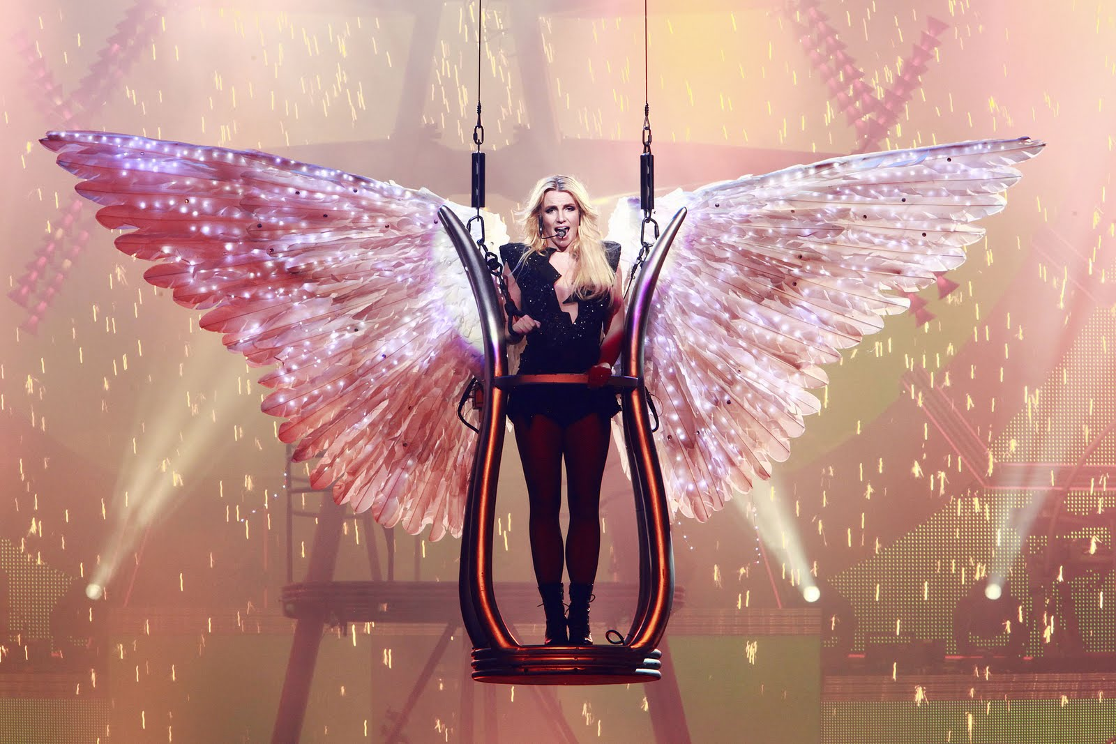 TRY SAMSURI Britney Spears Femme Fatale Tour