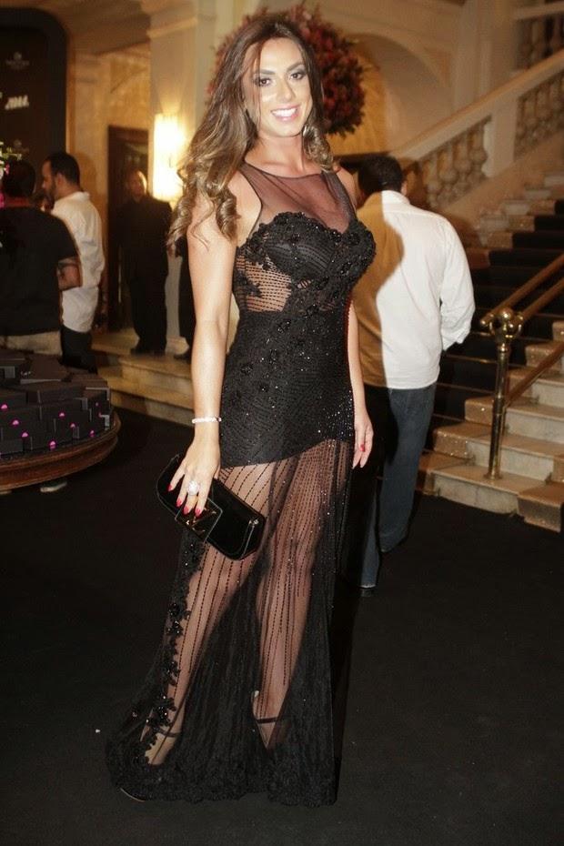 Nicole Bahls roubou a cena em festa