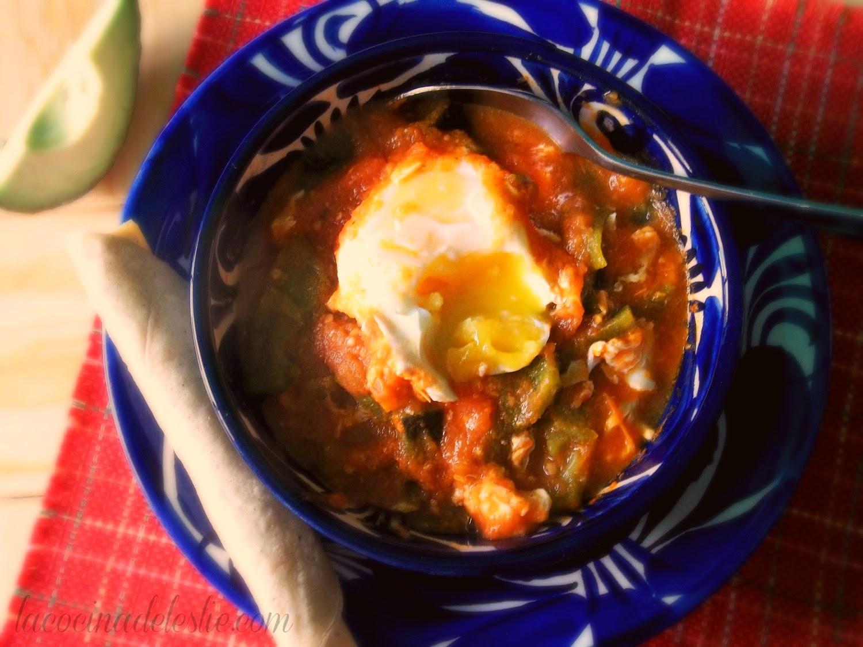 Huevos Ahogados en Salsa de Tomate - lacocinadeleslie.com