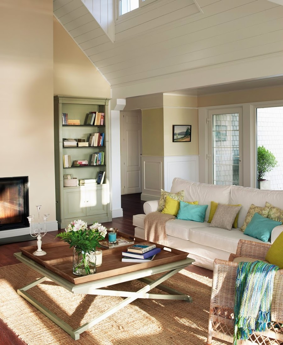 wystrój wnętrz, wnętrza, urządzanie mieszkania, dom, home decor, dekoracje, aranżacje, białe wnętrza, biała boazeria, skosy, drewniane belki, poddasze, otwarta przestrzeń, salon, jadalnia, kuchnia