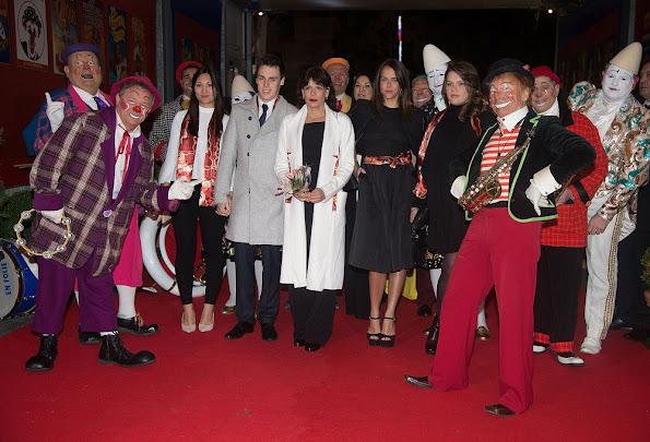 http://1.bp.blogspot.com/-KVvEv5YbFWc/Vpokc7woglI/AAAAAAAA7Cw/WXHsWd02LqA/s595/Monaco-Circus-Festival-1.jpg