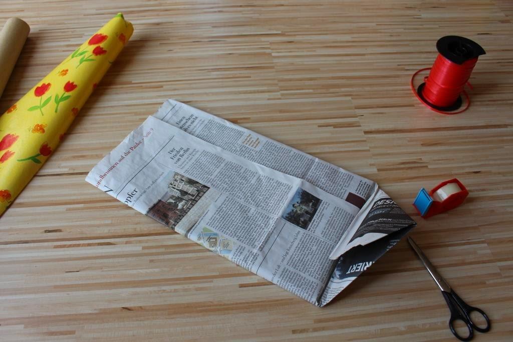 Upcycling: Geschenkverpackung aus Zeitungspapier